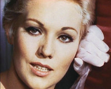 Portrait of Kim Novak (click to view image source)