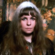 Portrait of Sandy Denny  (click to view image source)