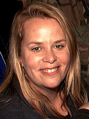 Portrait of Mary Chapin Carpenter (click to view image source)