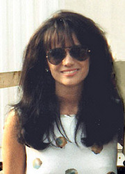 Portrait of Louise Mandrell (click to view image source)
