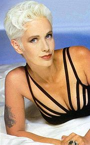 Portrait of Paula Yates (click to view image source)
