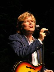 Portrait of Peter Noone (click to view image source)