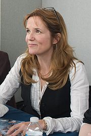 Portrait of Lea Thompson (click to view image source)