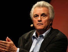 Portrait of John Irving (click to view image source)