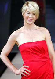 Portrait of Jenna Elfman (click to view image source)