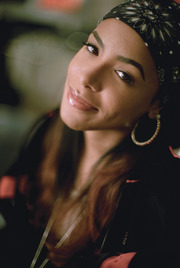 Portrait of Aaliyah (click to view image source)