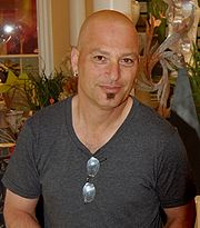 Portrait of Howie Mandel (click to view image source)