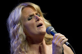 Portrait of Trisha Yearwood (click to view image source)