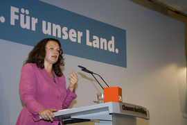 Portrait of Andrea Nahles (click to view image source)