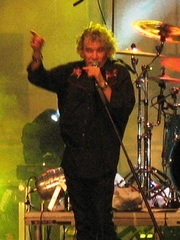 Portrait of Dan McCafferty (click to view image source)